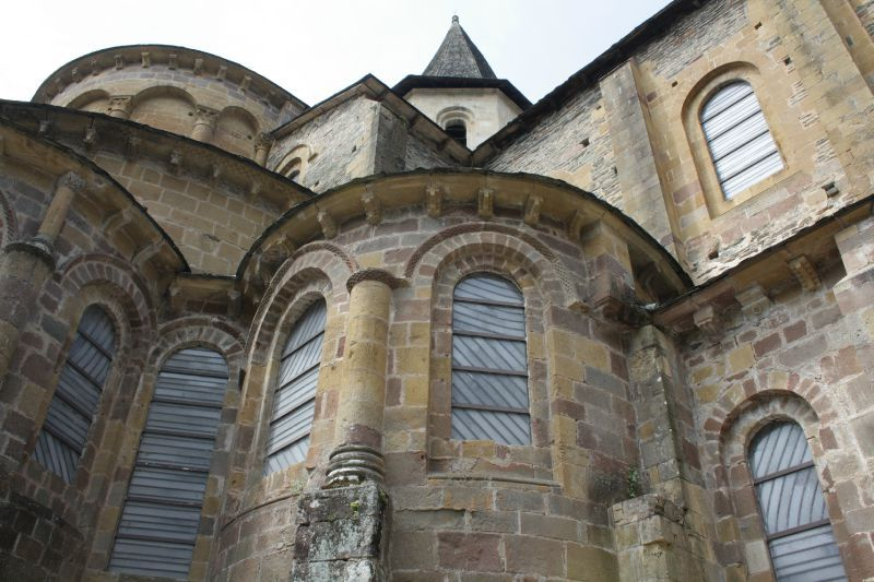 vitraux-pierre-soulage-conques-aveyron.jpg